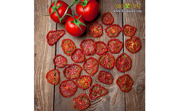 foodslord.com---dried-tomato---fresh-tomato